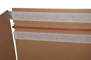 pudełko z paskiem klejowym